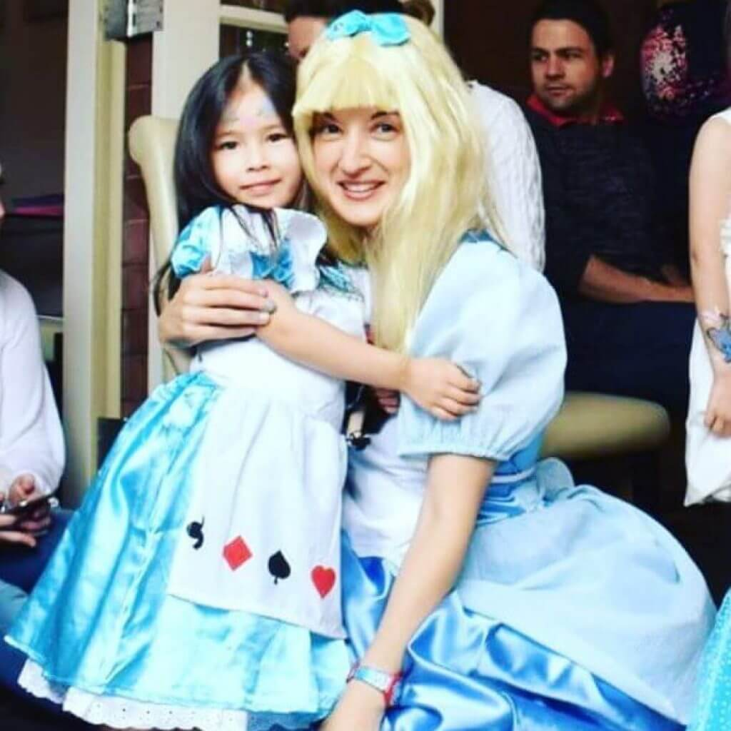 Aline in Wonderland with child